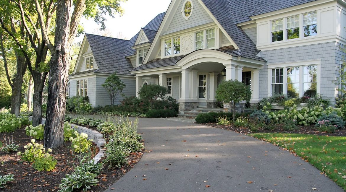 residential landscaping services completed by Lan-De-Con